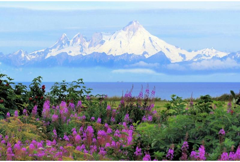Before the summer rush, a spring road trip through Alaska is just as beautiful